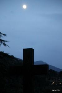 Mcleodganj_Moonrise in the graveyard