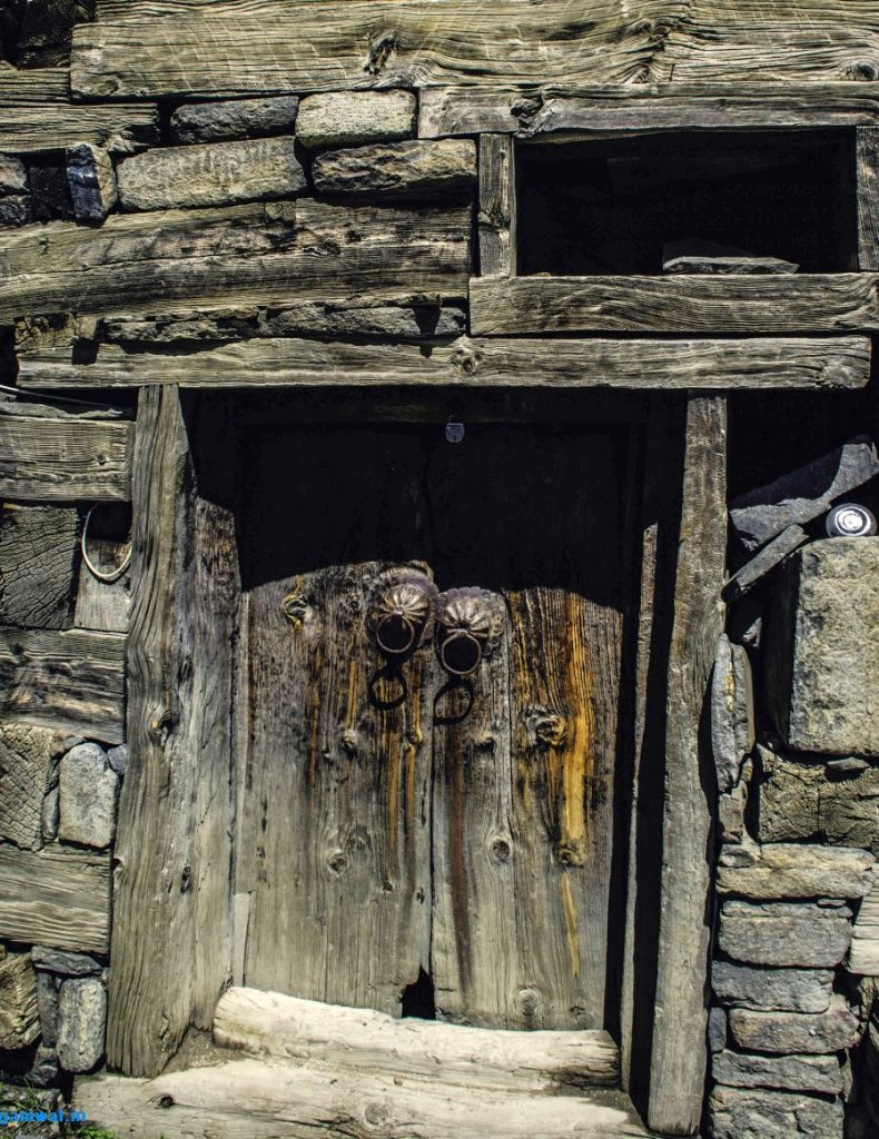 Old stone and wood building in Kalpa
